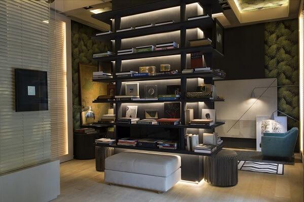 Estante de livros para quarto com design criativo e iluminação