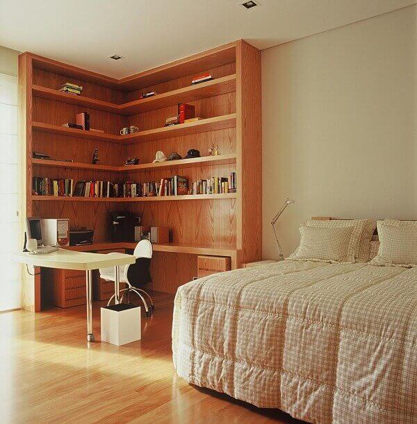 Estante para quarto de casal feito de madeira