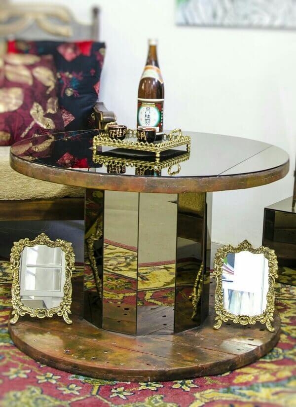 Mesa de carretel com vidro espelhado