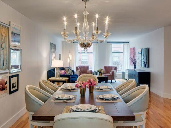 Mescle cor e textura ao decorar a sala de estar e jantar conjugadas