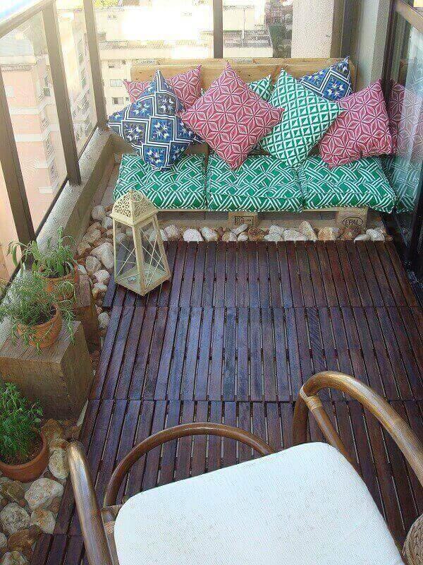 Mescle cores e estampas na decoração da varanda boho
