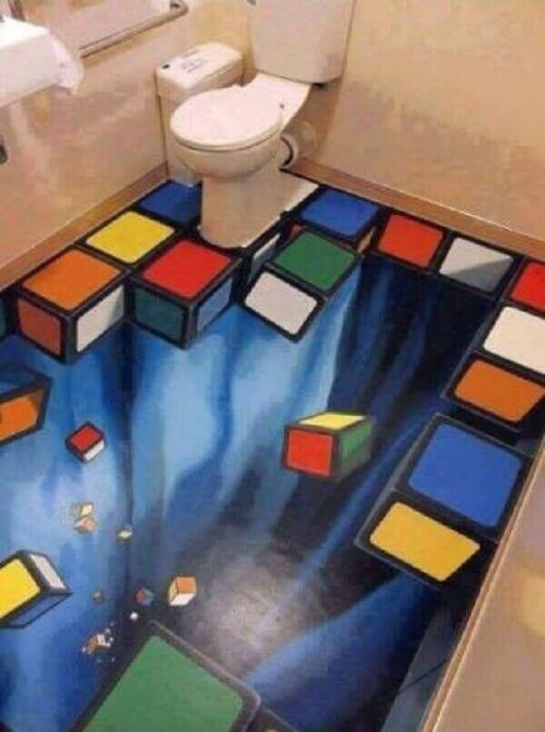 O piso 3D transmite diversão aos moradores e visitantes que se utilizam do banheiro
