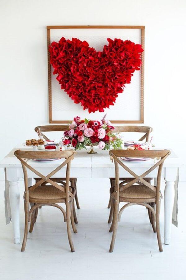 Os corações invadem a decoração da mesa de dia dos namorados. Fonte: Pinterest