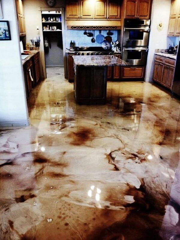 Piso 3D aplicado na cozinha mesclando as cores branco e marrom