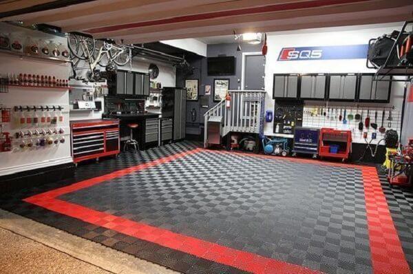 Piso para garagem emborrachado nas cores preto e vermelho