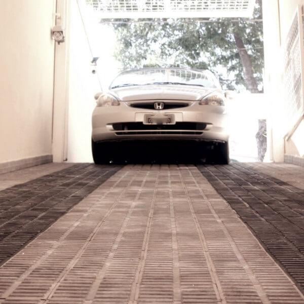 Piso para garagem feito com ladrilho hidráulico