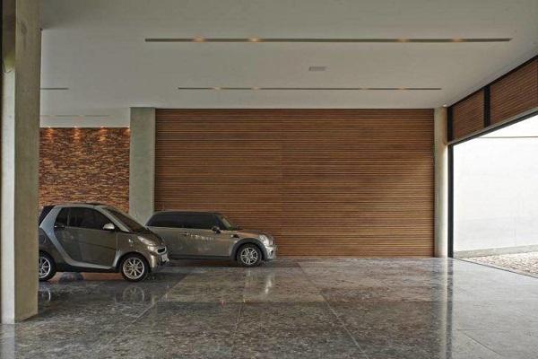 Piso para garagem feito em porcelanato
