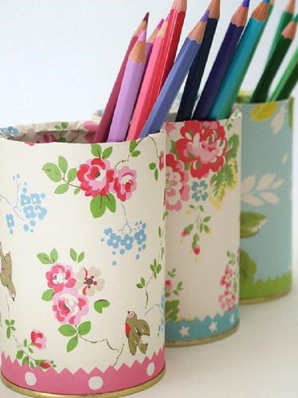 Porta lápis decorado com a técnica de decoupage em tecido