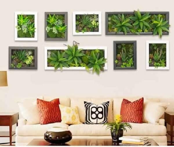 Quadros com plantas artificiais encantam a decoração da sala de estar