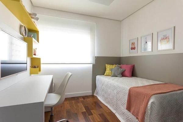 Estante para quarto de solteiro na cor amarela