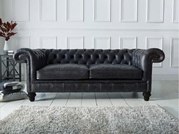 Sofá de couro preto clássico