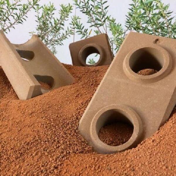 Tijolo ecológico é produzido a partir do solo