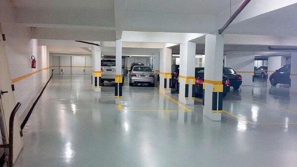 Piso para garagem do tipo epóxi