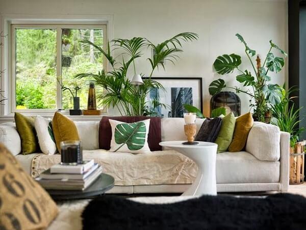 Traga um estilo mais tropical para casa utilizando flores artificiais