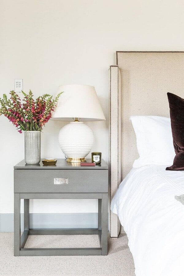 abajur de mesa para quarto com base redonda branca e dourada Foto Pinosy