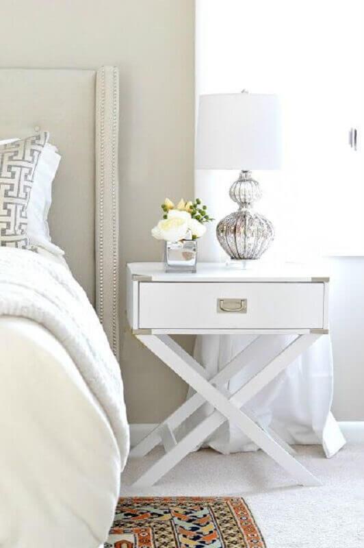 abajur de mesa para quarto com cúpula branca e base metalizada Foto Radar Fashion