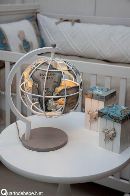 abajur de mesa para quarto de bebê em formato de globo Foto Sementinha de Gente