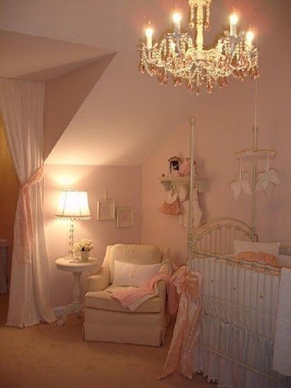 abajur para quarto de bebê feminino com decoração clássica Foto Larissaoiko