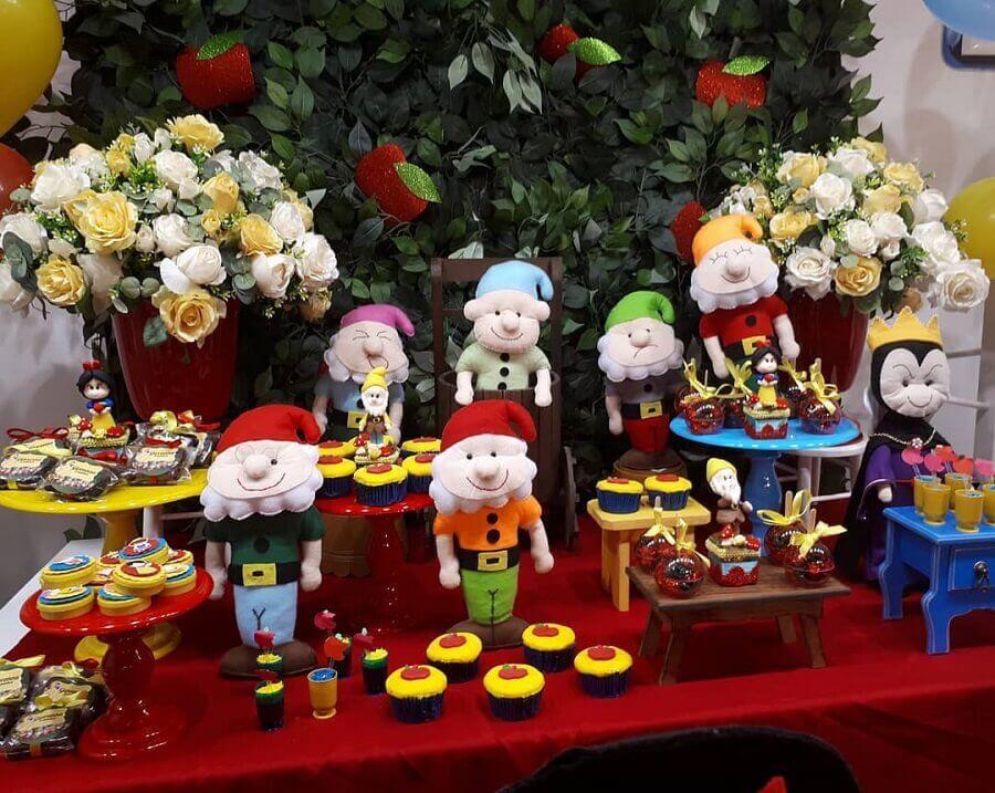 bonecos de feltro para decoração de festa da branca de neve Foto Boutique Festa