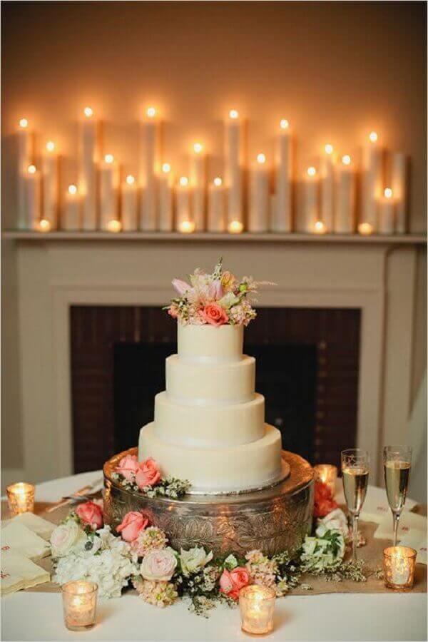 decoração bodas de pérola com rosas e velas Foto Bloom Events