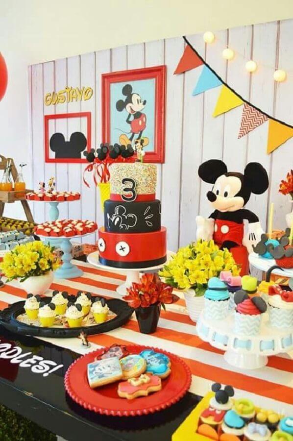 decoração clássica para mesa da festa do Mickey Foto Pinosy
