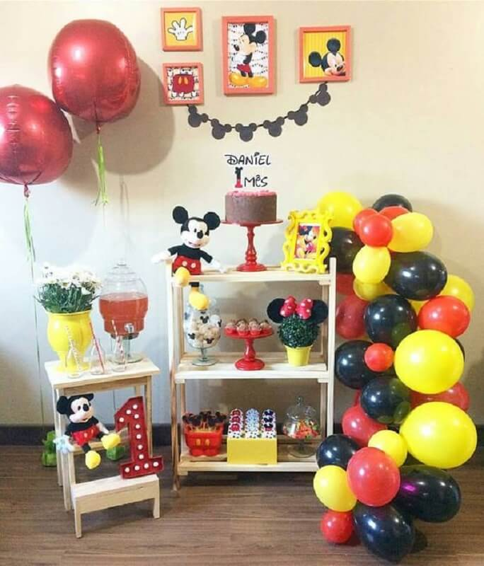 decoração com balões para festa do mickey simples Foto Pinosy