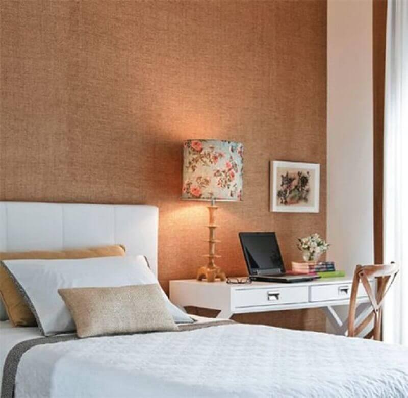 decoração delicada com abajur para quarto feminino com cúpula estampada com flores Foto Decorando por ai