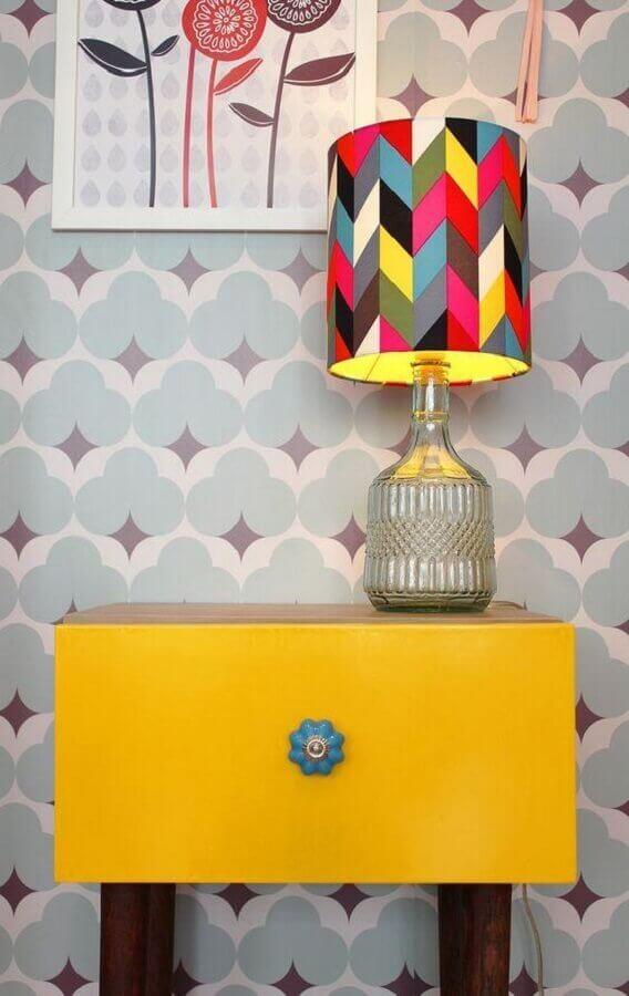 decoração divertida com abajur para quarto com cúpula colorida Foto Superfluo Necessário