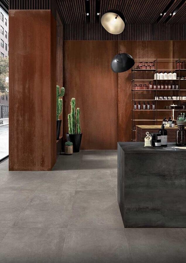 decoração estilo industrial com aço corten Foto Porcelain tiles