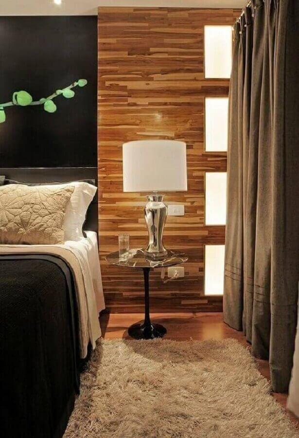 decoração moderna com abajur para quarto de casal com base metalizada e cúpula branca Foto Arte e Design