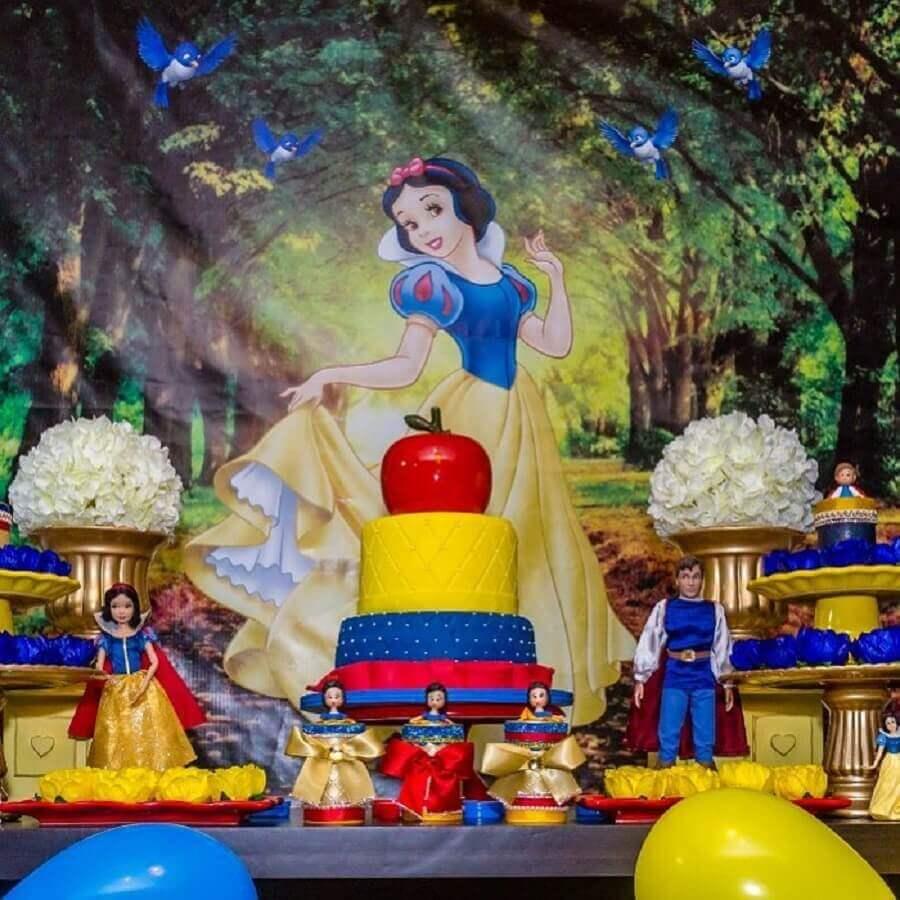 decoração para mesa de festa da branca de neve com bonecos Foto Algue Painel