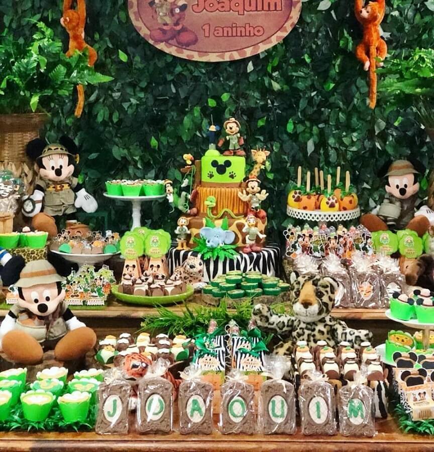 decoração para mesa de festa do mickey safari Foto Pinterest