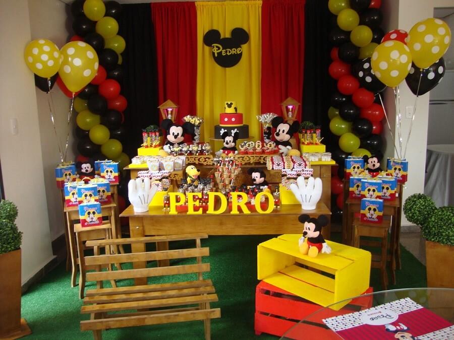 decoração rústica para festa do mickey mouse Foto Ateliê Tem Tudo