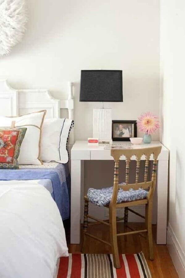 decoração simples com abajur de mesa para quarto Foto Apartment Therapy