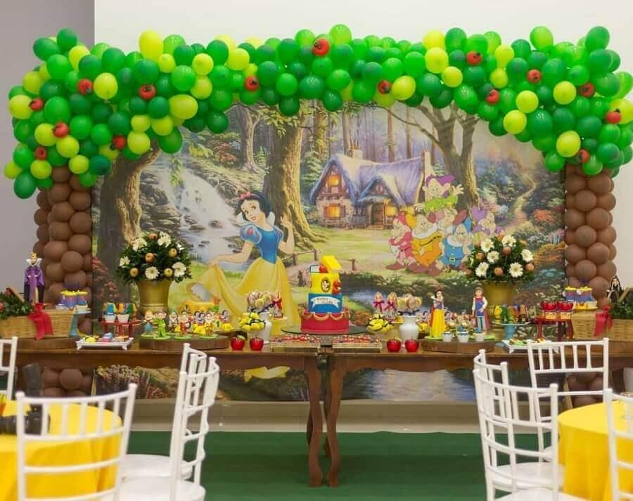 decoração simples para festa da branca de neve Foto Danielle Melo