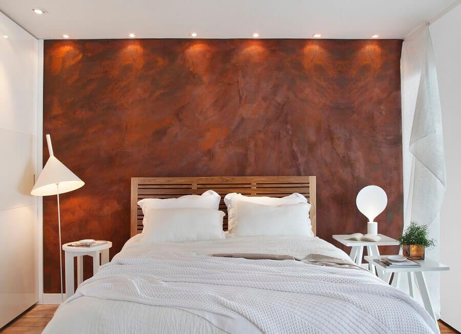 decoração simples para quarto de casal com tinta aço corten Foto Hora da Decor
