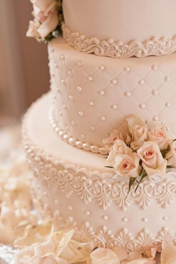 delicada decoração para bolo bodas de pérola Foto Casamentos
