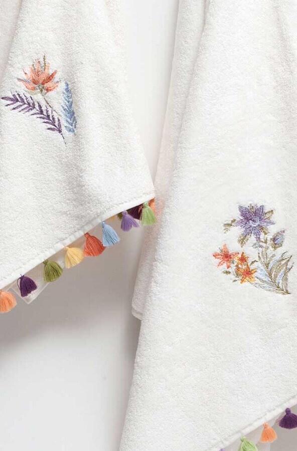 delicadas toalhas de banho bordadas Foto Pinosy