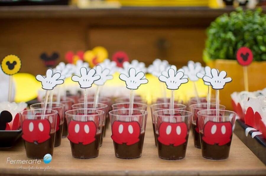 docinhos em potinhos personalizados para festa simples do mickey Foto Fermerarte