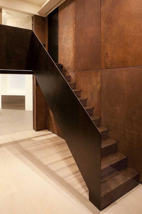 escada em aço corten Foto Architizer