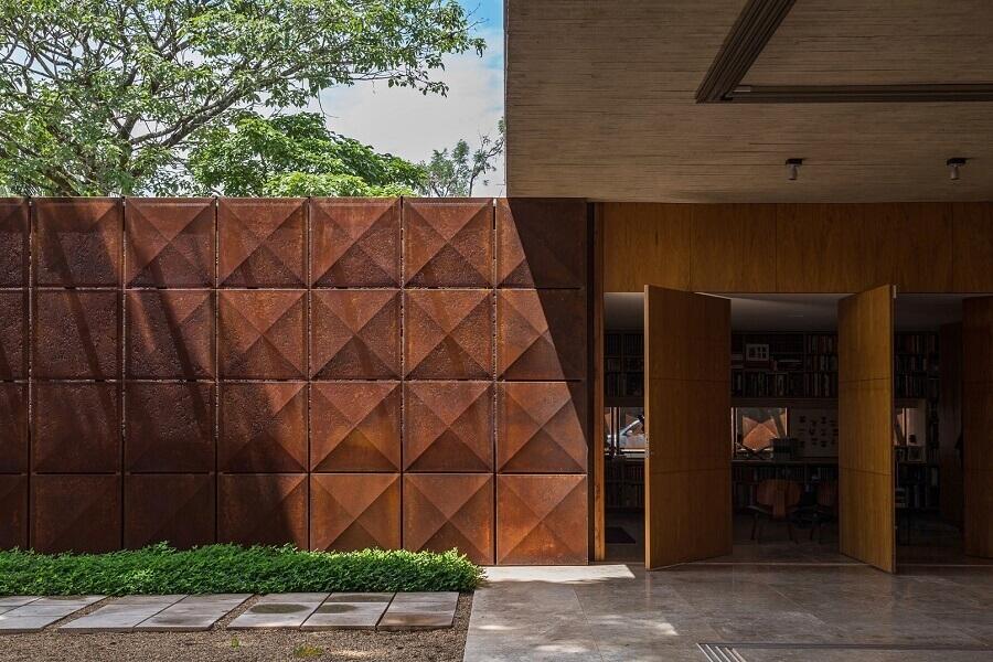 fachada moderna com revestimento aço corten  Foto Plataforma Arquitectura