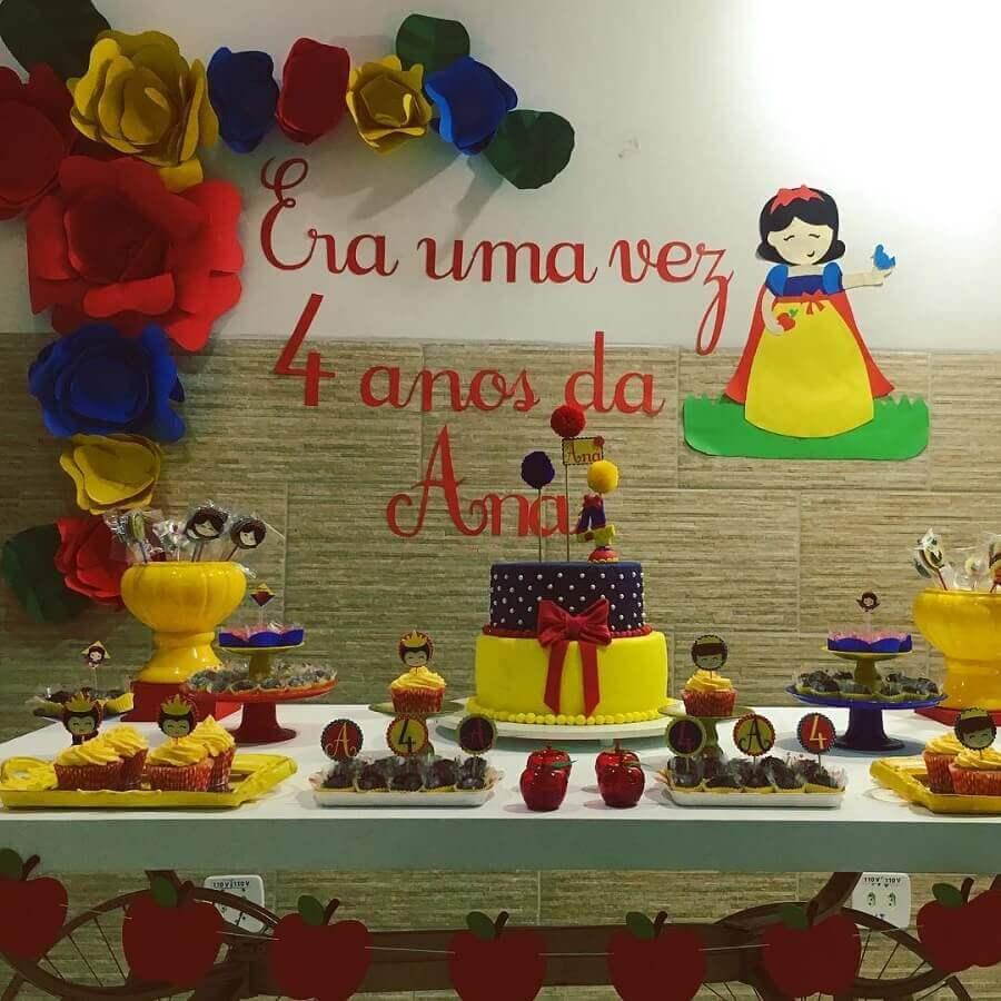 ideia de decoração para festa branca de neve simples Foto Pingos nos I's