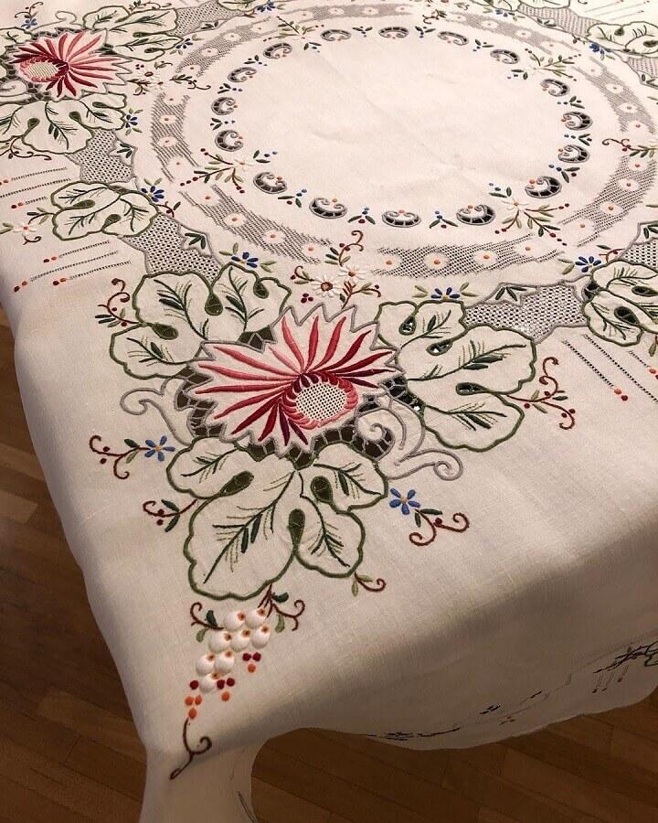 lindo modelo de toalha de mesa bordada Foto Toalhas Antigas