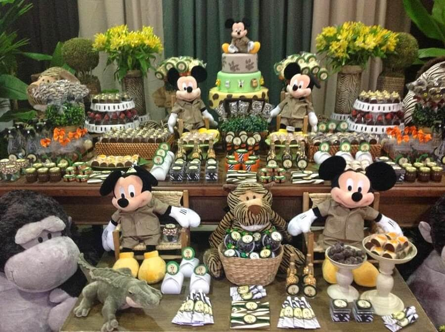 mesa de doces decorada para festa do mickey safari Foto Blog Encontrando Ideias