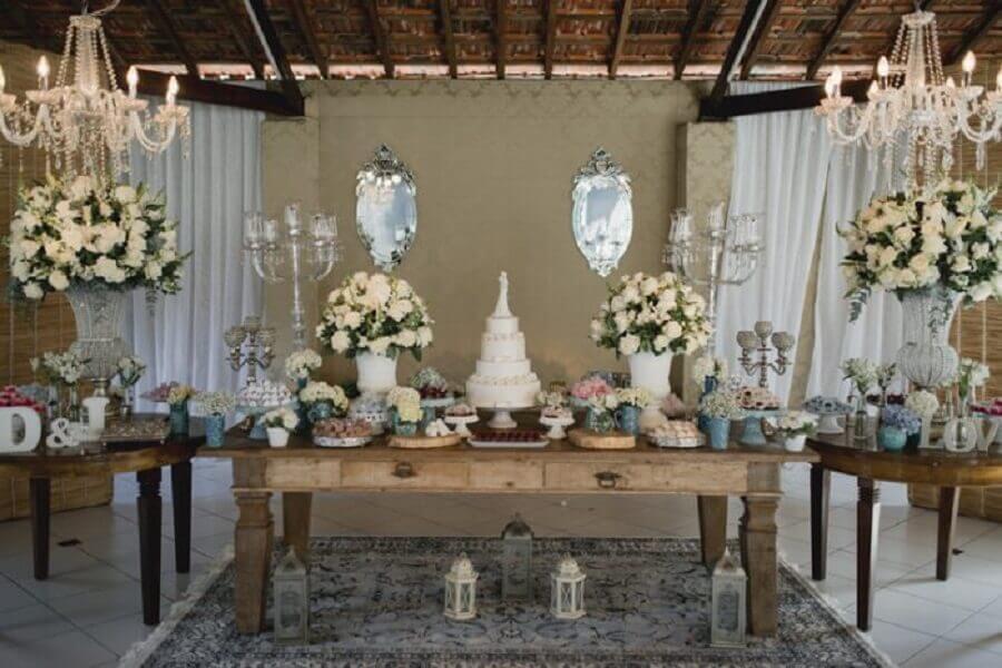 mesa decorada para bodas de pérola Foto Guia Noiva