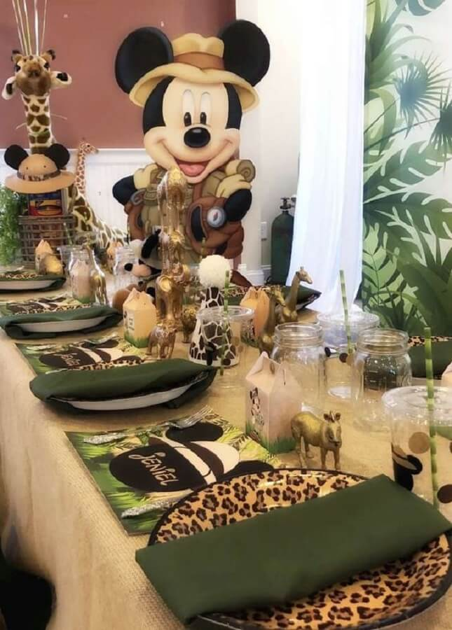 mesa dos convidados decorada com tema festa do mickey safari Foto Catch My Party