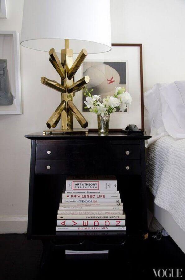 modelo arrojado de abajur para quarto com base dourada diferente Foto Casa Baunilha