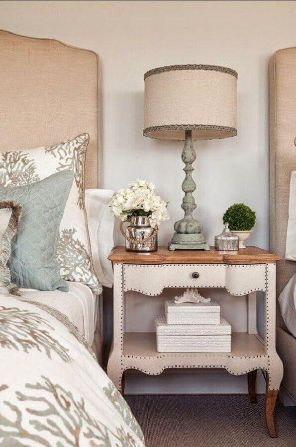 modelo clássico de abajur de mesa para quarto Foto HomeBunch