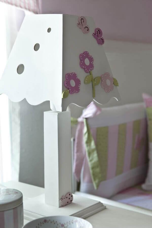 modelo de abajur para quarto infantil todo de madeira Foto Artesanato Brasil