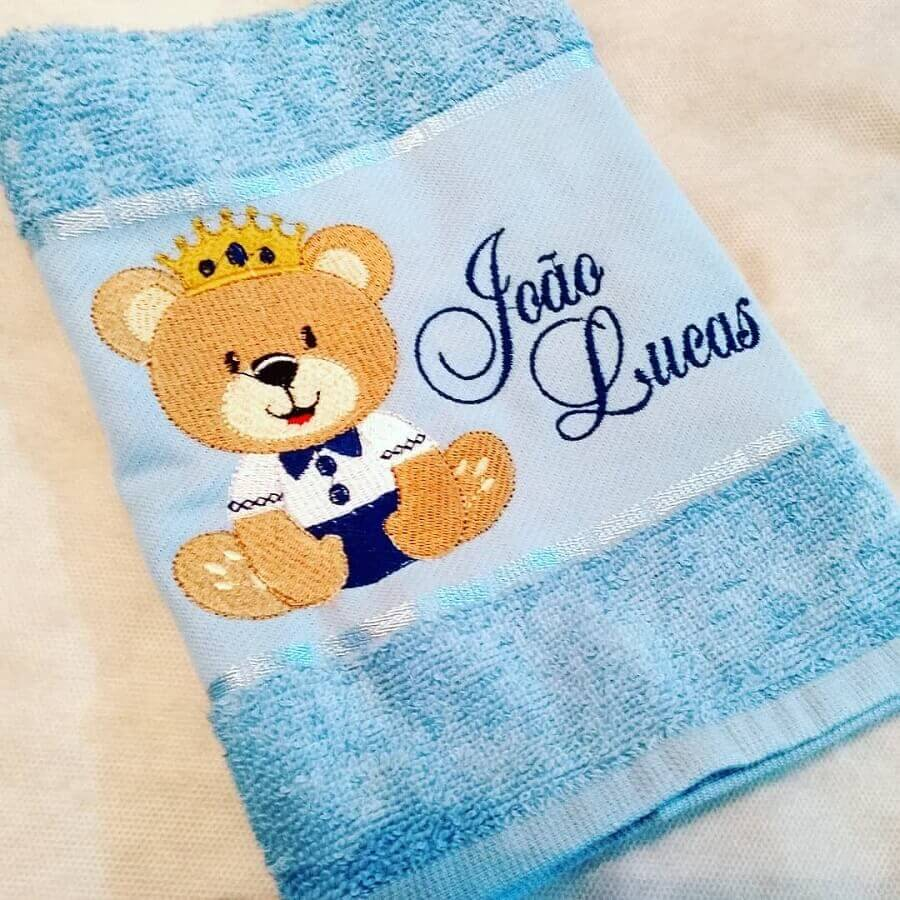 modelo infantil de toalha bordada com nome e ursinho Foto Sidnelma Marques Arte em Tecido